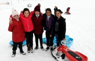 Ardahan'da kar yağışı nedeniyle okullar tatil...