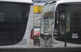 Beylikdüzü'ne giden metrobüsler çarpıştı;...