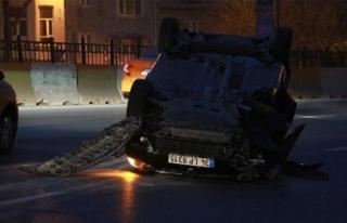 Beyoğlu'nda otomobil takla attı