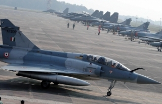 Cammu Keşmir'de savaş uçağı düştü