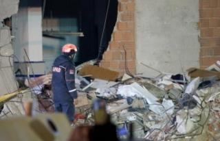 Çöken binanın enkazında arama ve kurtarma çalışmaları...