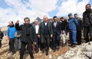 Dışişleri Bakanı Çavuşoğlu dizi film setini...