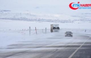 Doğu Anadolu'da kış: 131 yerleşim yeri ulaşıma...
