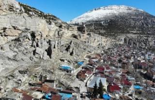Ermenek'te 7 mahallenin sakini kaya düşme korkusuyla...