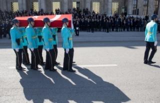Eski Bakan Fikret Ünlü için TBMM'de cenaze...
