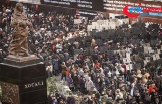 Hocalı kurbanları Ana Feryadı Anıtı'nda...