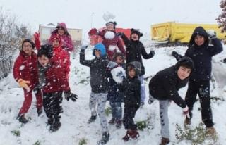 İstanbul'da kar topu oynayan çocuklar: Okullar...