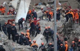 Kartal'da çöken binada 17 kişi hayatını...