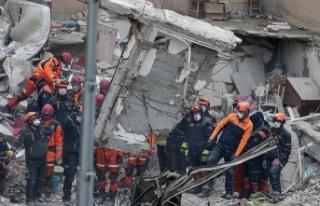 Kartal'da çöken binanın enkazındaki arama-kurtarma...