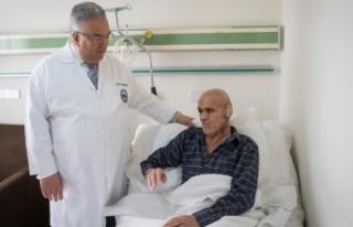Kulak saran tümöre 'zorlu' operasyon