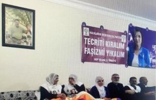 Hain Küstahlık: Öcalan posteri altında eylem !