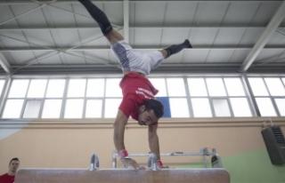 Milli cimnastikçi Ferhat Arıcan hedef büyüttü