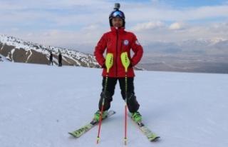Milli kayakçıya babasından 'paraşütlü'...