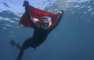 Milli sporcu Şahika Ercümen'den Antarktika'da...