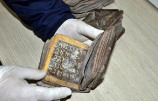 Osmaniye'de İbranice el yazmalı kitap ele geçirildi,...