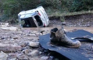 Otomobil 50 metreden dereye uçtu: 3 yaralı