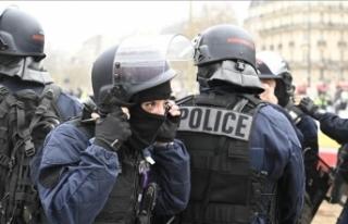 Paris'teki gösteride polisi döven boksöre...
