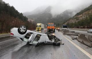 Pozantı'da TIR ile otomobil çarpıştı: 2...