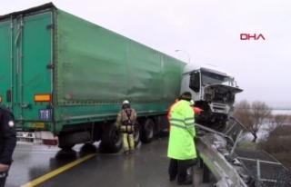 TEM'de feci kaza: TIR şoförü viyadükten aşağı...