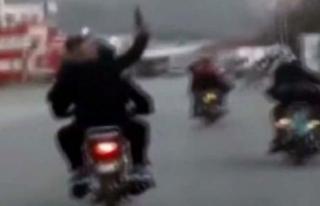 Trafikte motosikletten havaya ateş açtılar
