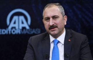 Adalet Bakanı Gül: Firari 107 FETÖ'cünün...
