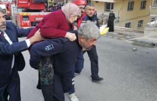 Ankara'da apartmandaki yangında mahsur kalanları...
