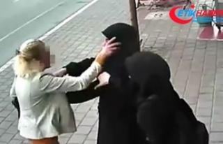 Başörtülü kızlara saldıran kadın gözaltına...