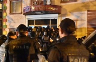 Diyarbakır'da HDP binasında terör operasyonu:...