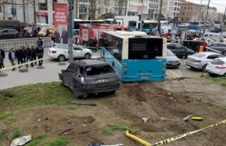 İstanbul'da halk otobüsü yaya yoluna girdi:...