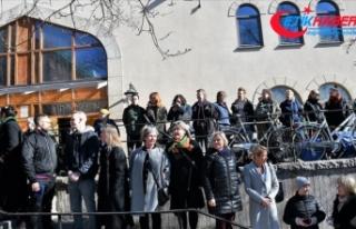 İsveçlilerden cuma namazını kılan Müslümanlar...