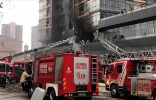 Kadıköy'de inşaat halindeki gökdelende yangın