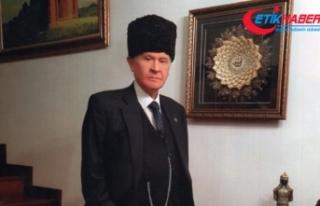 Kalpaklı MHP Lideri Bahçeli'nin Fotoğrafı...