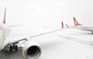 Kar yağışı nedeniyle Hakkari'de uçak seferleri...