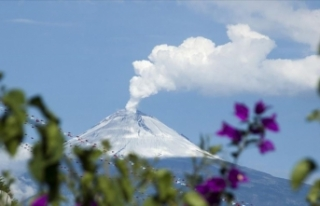 Meksika'da Popocatepetl yanardağında patlama
