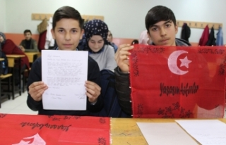 Öğrencilerden Mehmetçik'e mendilli mektup
