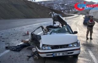 Otomobil ile kamyon çarpıştı: 2 ölü, 3 ağır...