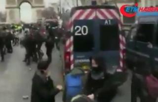 Sarı Yelekliler Paris sokaklarını savaş alanına...