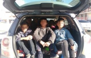 Tek seferde 12 öğrencisini otomobille stada götüren...