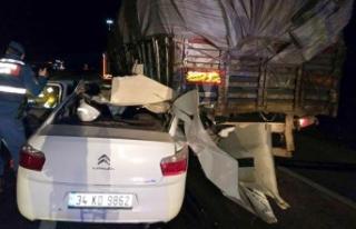 TIR'a arkadan çarpan otomobildeki 2 Afgan öldü,...