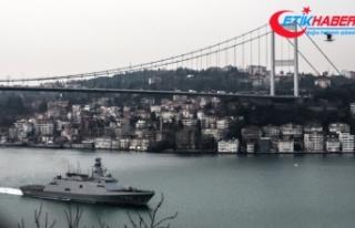 Türk savaş gemileri İstanbul Boğazı'ndan...