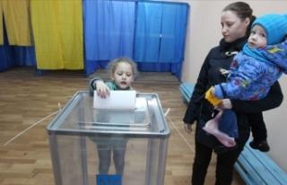 Ukrayna devlet başkanını seçmek için sandık...