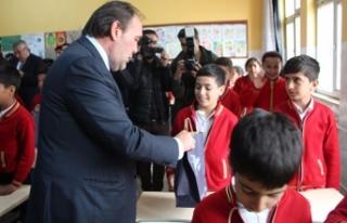 35 bin öğrenciye spor malzemesi desteği Gaziantep'ten...