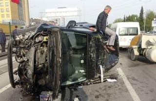 6 araç zincirleme kazaya karıştı, yol trafiğe...