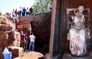 'Ana Tanrıça Kibele' heykelinin bulunduğu...