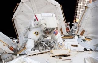 Astronotlar batarya değişimi için yine uzay yürüyüşüne...