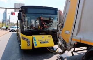 Ataşehir'de İETT otobüsü çöp kamyonuna...