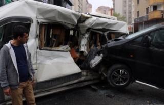 Ataşehir'de minibüs servis aracına böyle...
