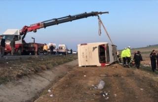 Denizli'de yolcu otobüsü devrildi: 2 ölü,...