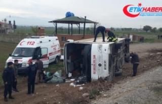 Denizli'de öğrencileri taşıyan otobüs devrildi:...