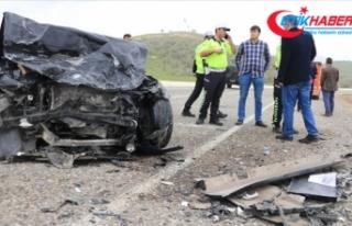 Diyarbakır'da iki otomobil çarpıştı: 3 ölü,...
